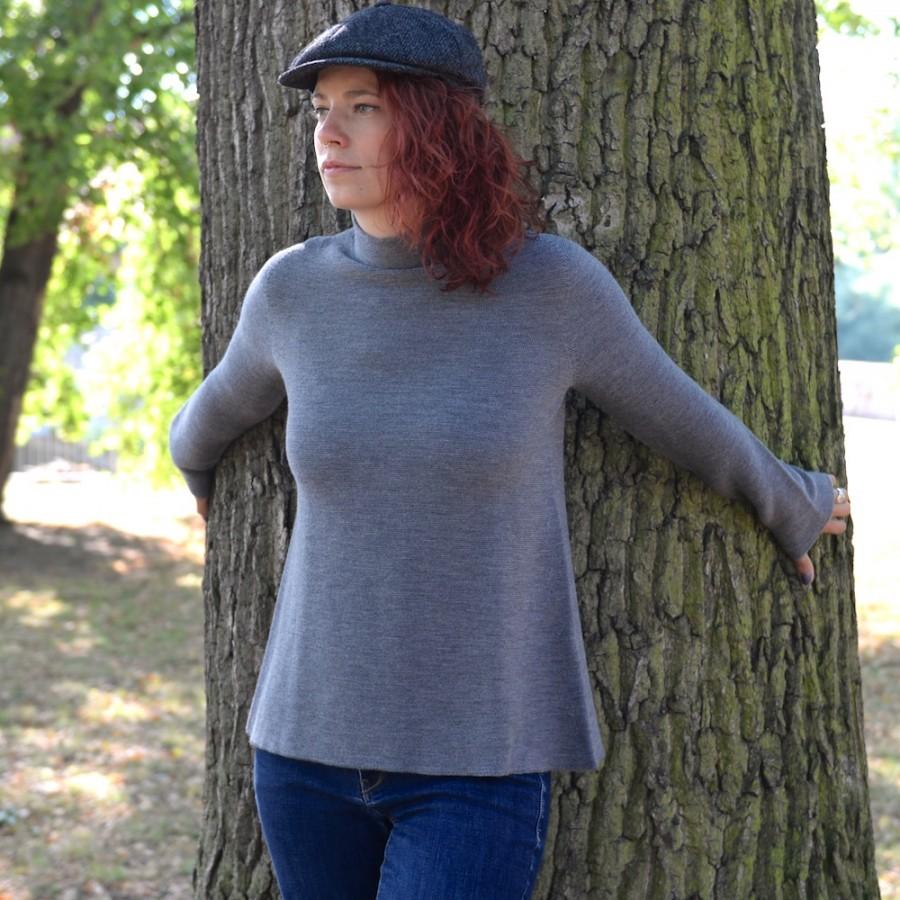 Eleganter, schlichter Damen-Wollpullover von HANNES ROETHER