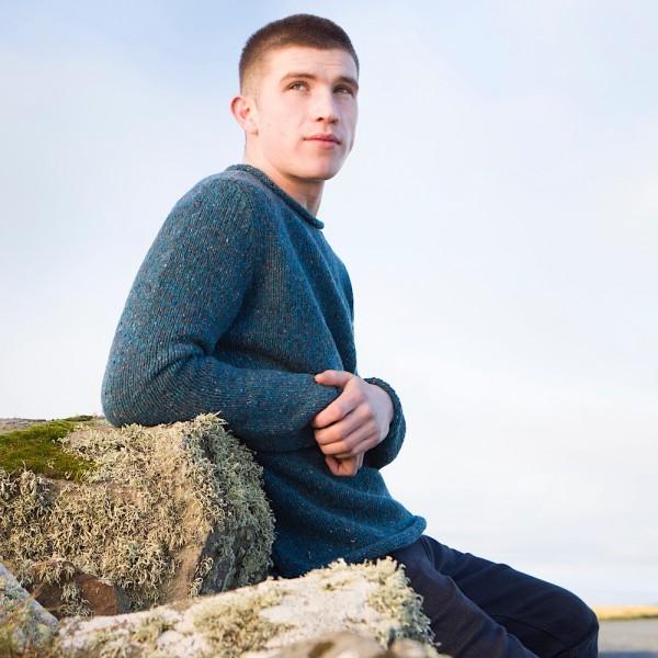 Kerniger Rollbündchen-Wollpullover aus original Donegal Tweed. Von Fisherman out of Ireland.