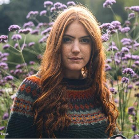 Grobstrick-Wollpullover mit schönem Fair-Isle Muster vom schottischen Label ERIBÉ . Angenehm weich, unkomplizierter Schnitt.