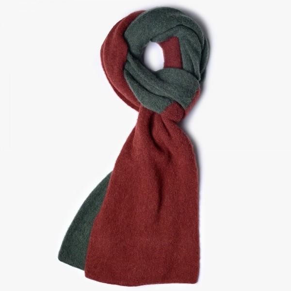 Zweifarbiger Schal in Rost und Tannengrün vom belgischen Stricker HOWLIN aus 100% gebürsteter Schurwolle