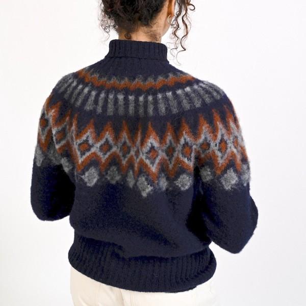 Rollkragenpullover aus Schurwolle in der Farbe navy, mit Muster vom belgischen Label HOWLIN´.