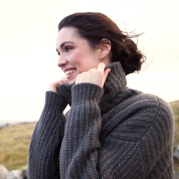 Der Pullover Sally R. mit halsfernem Kragen, ideal zu high-waist Hosen  Ein kurz geschnittener, luftig-leichter Lieblingspulli!