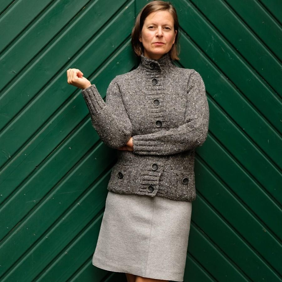 Damen-Strickjacke mit Stehkragen aus 100% Donegal-Tweed von FISHERMAN OUT OF IRELAND